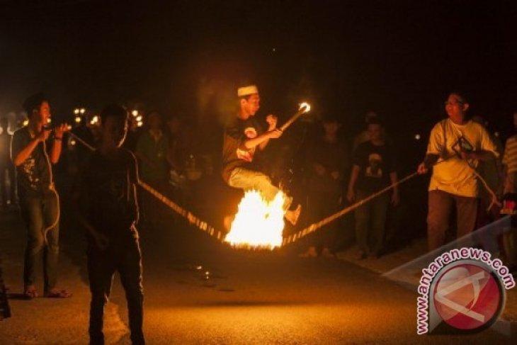 Permainan Api di Malam Takbiran