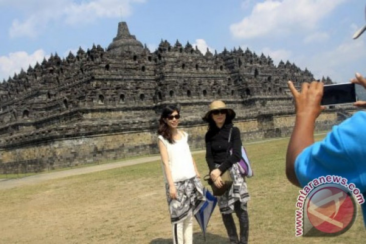 Borobudur temple confident of achieving tourist target in 2014