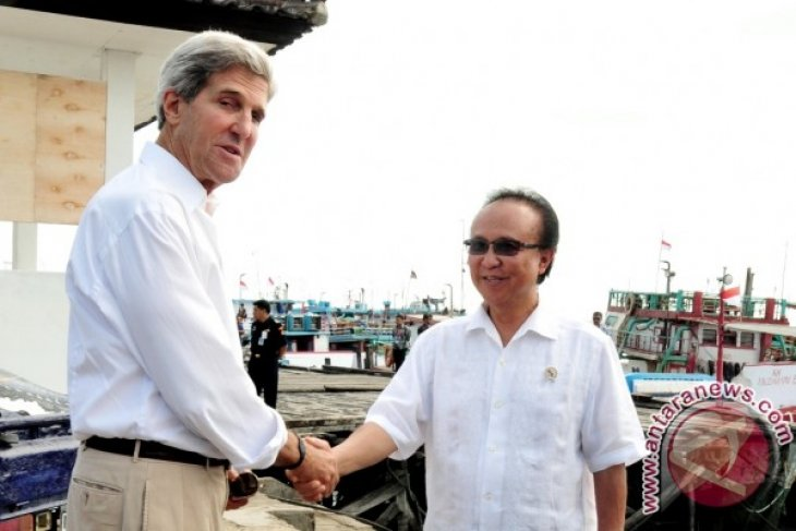 The U.S. Secretary of State and The Indonesian Minister of Marine Affairs and Fisheries Talk Fishery Sector