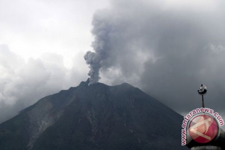Mount Sinabung erupts again sunday afternoon