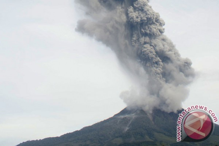 Mount Sinabung erupts three times