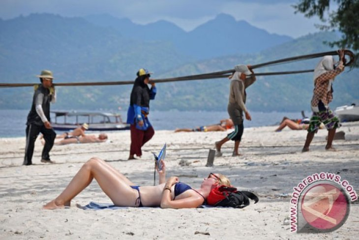 Australian tourists to Bali unaffected by travel advisory