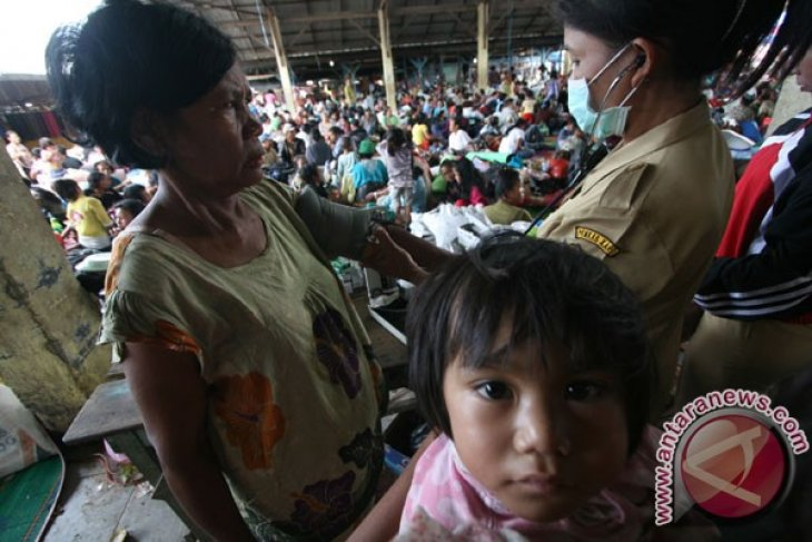 Refugees of Mt. Sinabung eruption increase to 17,939