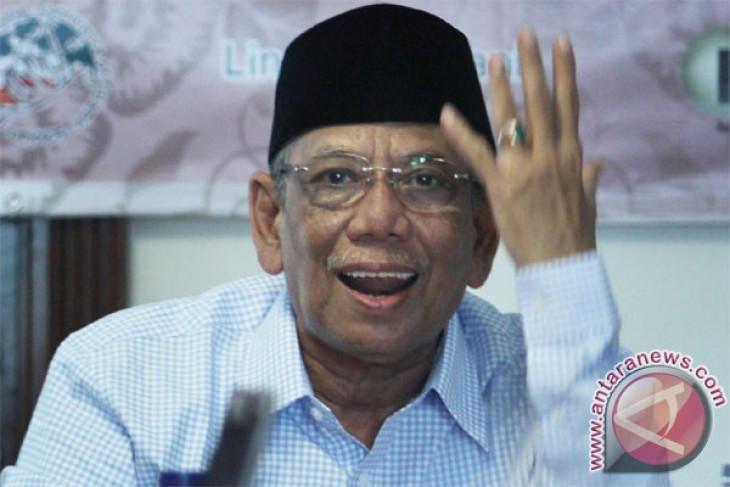 Hasyim Muzadi calls on people not to doubt Jokowi`s leadership