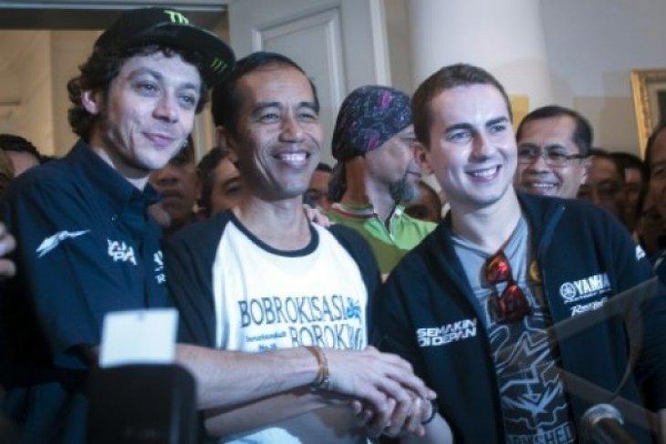 Jokowi Bersepeda Bersama Jorge Lorenzo, Valentino Rossi Telat