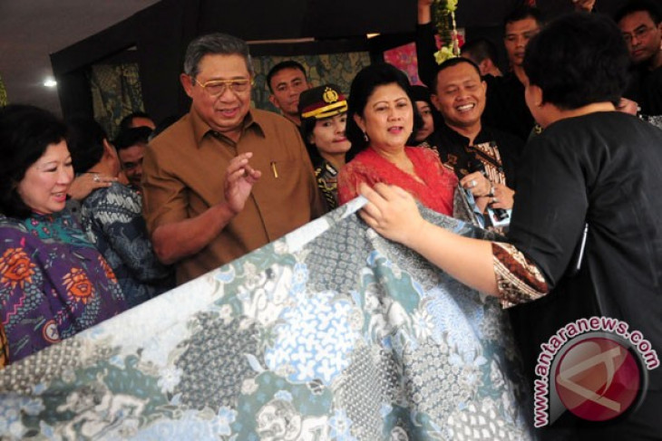 President Yudhoyono sees bright future for Indonesia`s batik