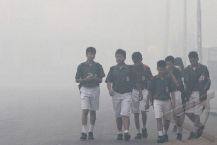 Dense haze cover smothers Kubu Raya, forcing closure of schools