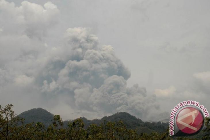 Abd Rahman Saleh Airport in Malang closed following Mt. Kelud eruption