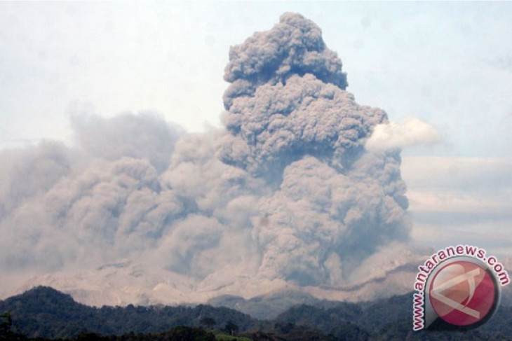 President Yudhoyono inspects Kelud eruption evacuation centers