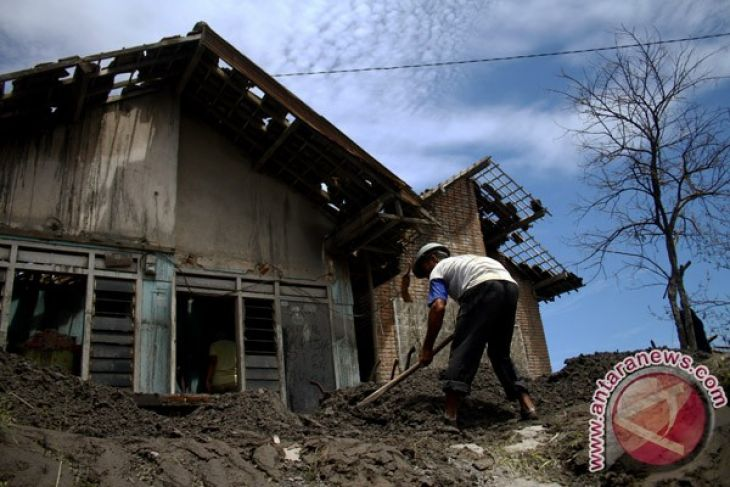 Indonesian govt spends Rp3.6 billion on Mt Kelud eruption victims