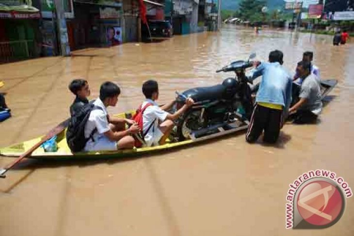 Floods inundate 18 thousand houses in Bandung district