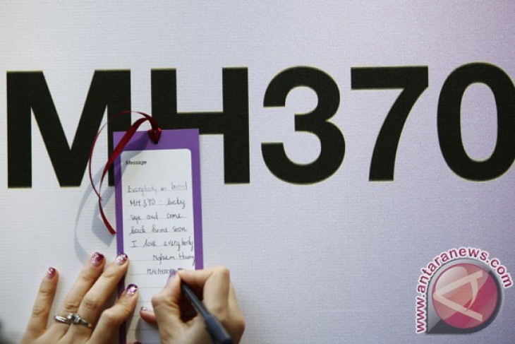Search effort for flight MH370 continues after new discovery
