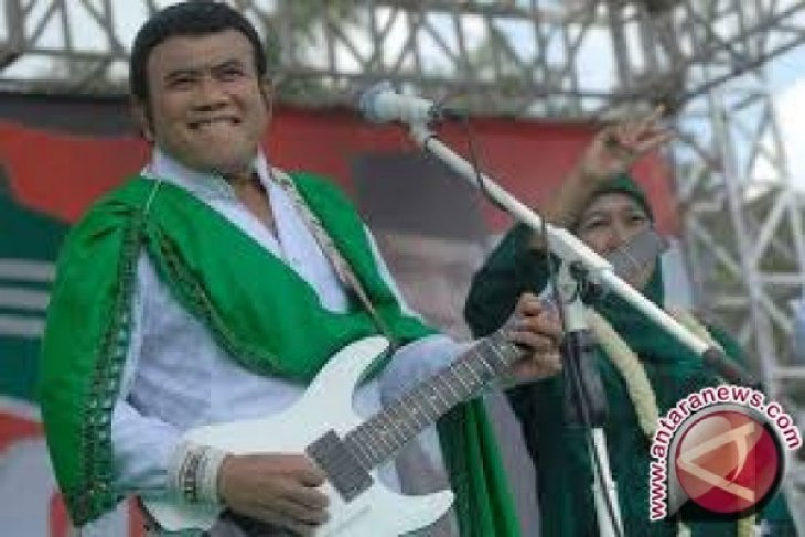 Rhoma Irama Sampaikan Orasi Politik Melalui Lagu