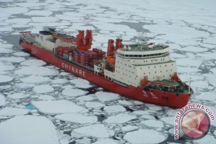 Chinese icebreaker Xuelong to arrive at search area Tuesday