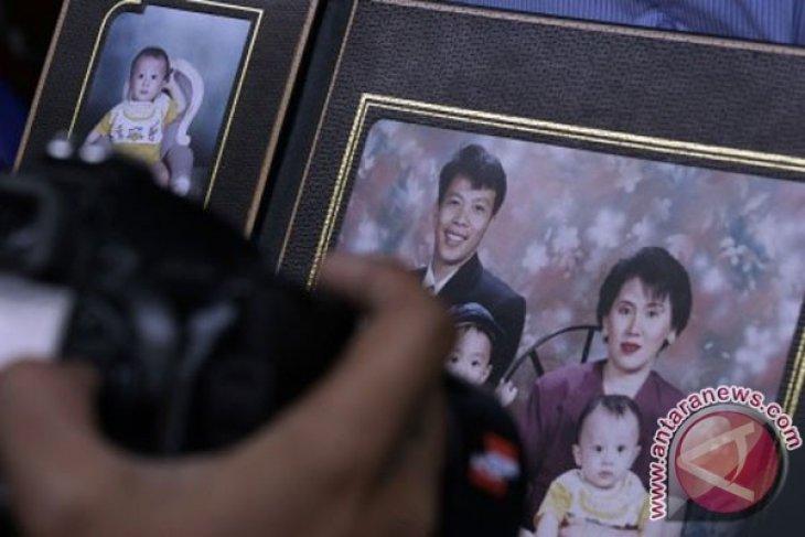 Families of Indonesians aboard MH370 doubt crash announcement