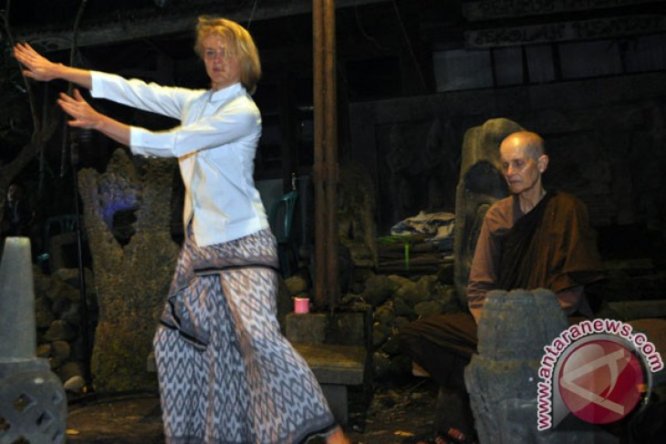 indonesian embassy in denmark holds cultural performance of boyolali