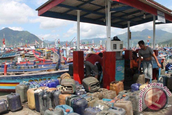Warga kepulauan di Kabupaten Kayong Utara keluhkan BBM langka dan mahal