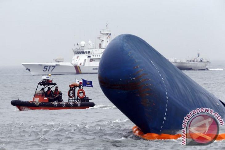 S. Korean prosecutors raid office of sunken ferry operator
