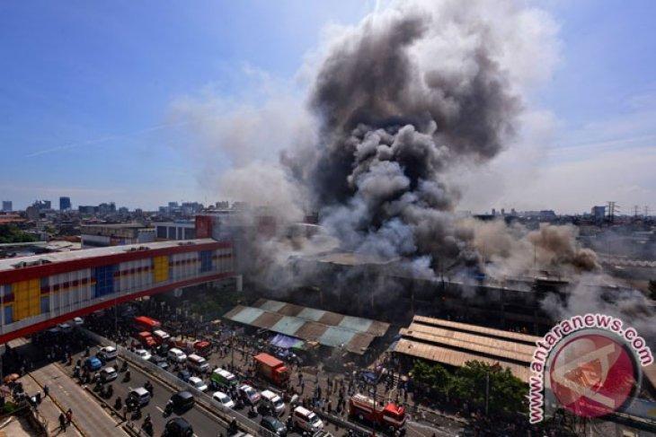 Fire ravages thousands of kiosks in Central Jakarta`s Senen Market