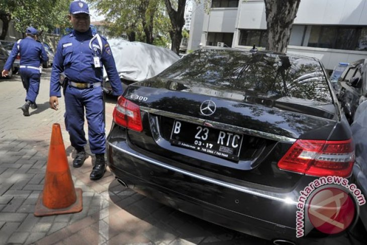 Anti-graft body confiscates a mayor`s grandmother's car