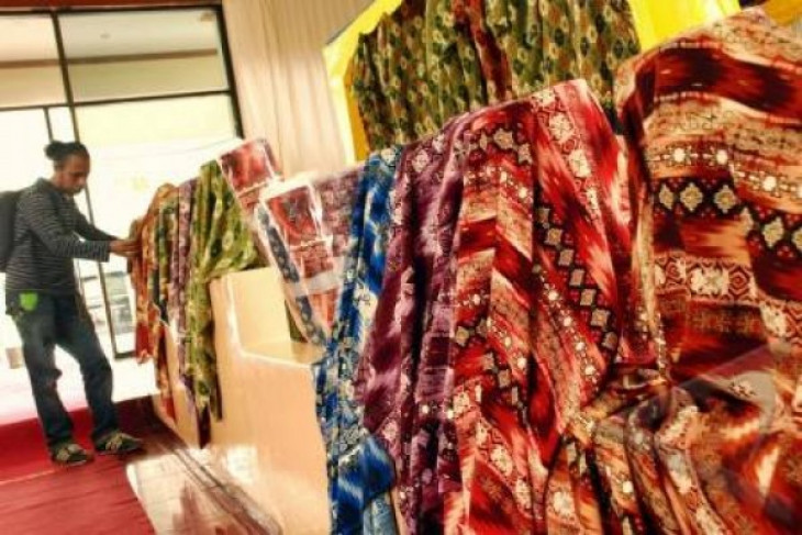 N Maluku batik to be made obligatory clothing