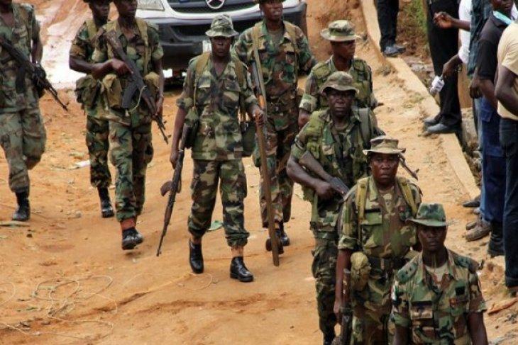 Gunmen kill 4 soldiers southeast of Nigeria`s Jos