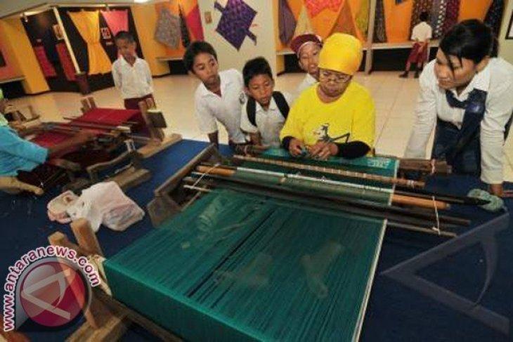 Peningkatan Industri Tenun Lestarikan Warisan Budaya Bangsa