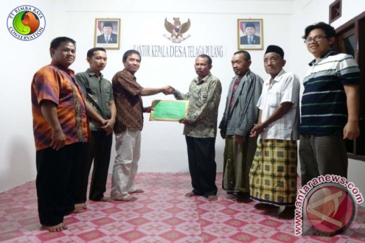 PT. Rimba Raya Conservation Hands Over the Community Development Funds to Four Villages in Seruyan Regency