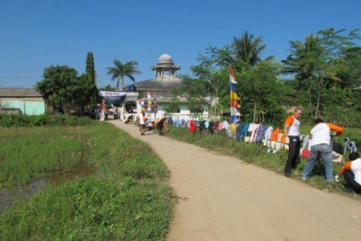 Bersih-bersih masjid menjelang Ramadhan