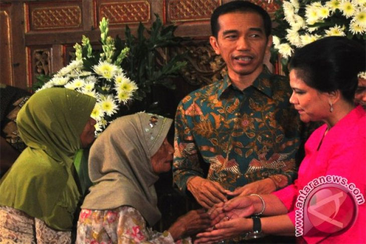 President-elect Jokowi holds open house in hometown