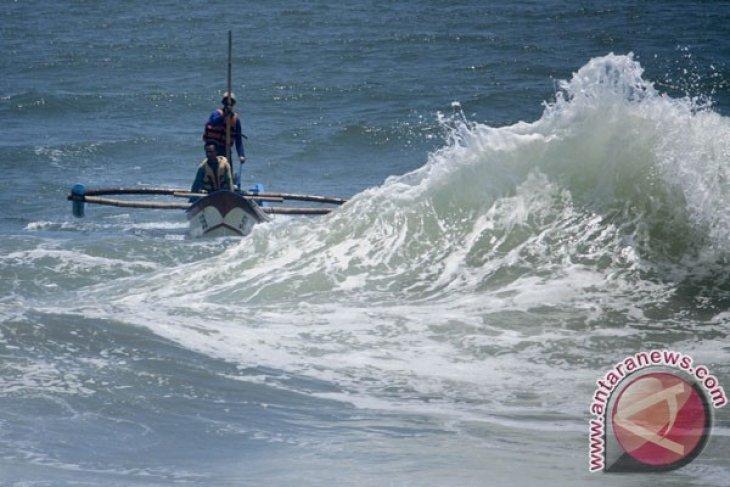 Siaga gelombang tujuh meter di Laut Natuna Utara