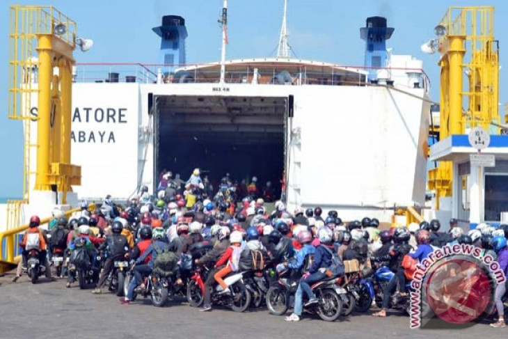Passengers of ferry ships drastically drop after tsunami : Transportation Ministry