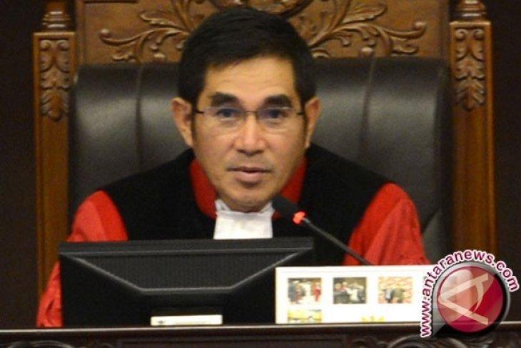 Menaruh harapan pada Mahkamah Konstitusi