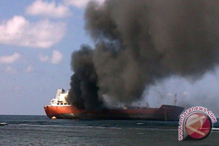 Kapal Tanker Terbakar Di Perairan Kotabaru