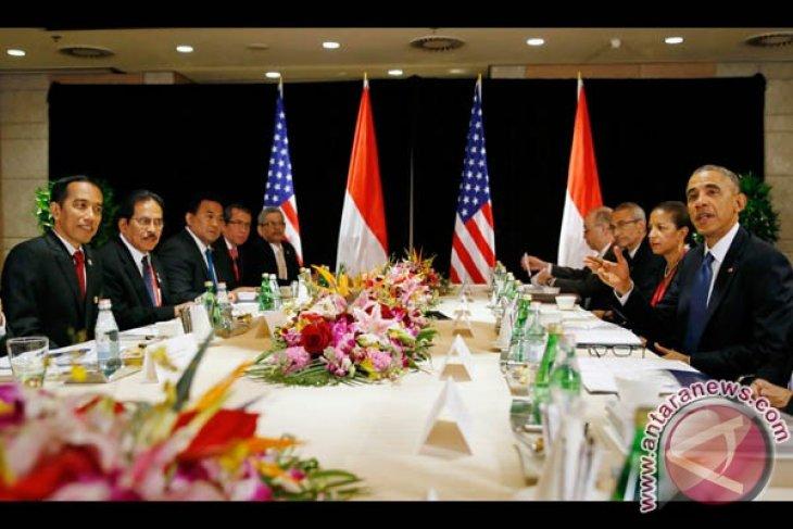 Jokowi attends APEC leaders' meeting in Vietnam