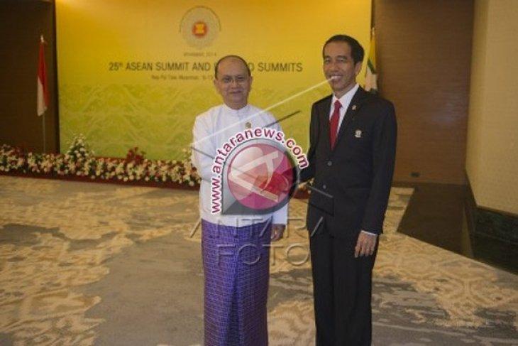 Jokowi-Thein Sein Lakukan Pertemuan Bilateral di Myanmar