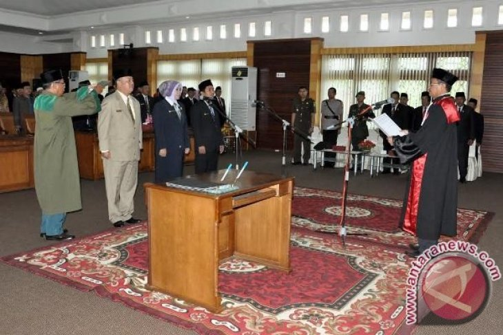Pimpinan Definitif DPRD Mempawah 2014-2019 Dilantik