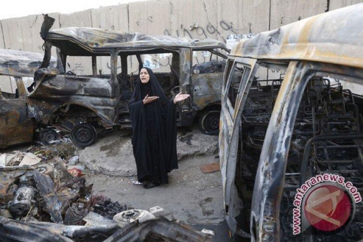 Bus bawa bom tewaskan belasan orang di Irak