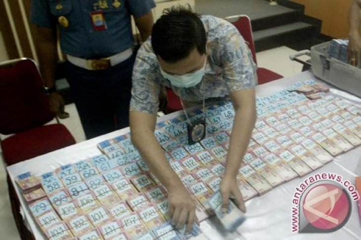 Police seize 18 kg of crystal meth in Riau province
