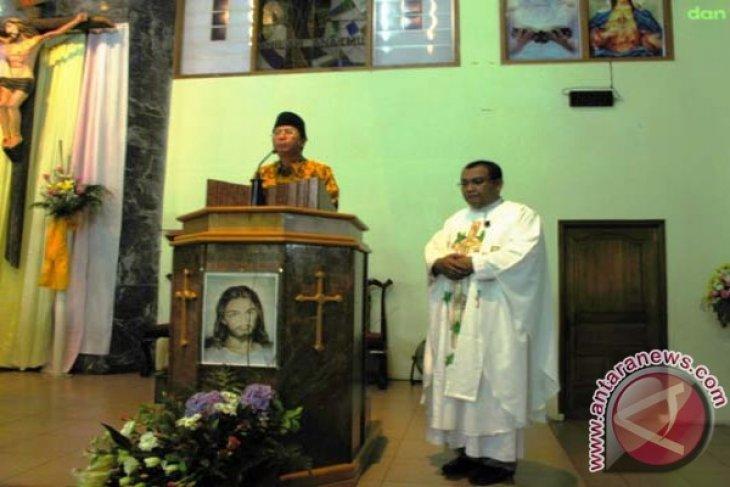 Gubernur Bengkulu Kunjungi Gereja  pada Misa Natal