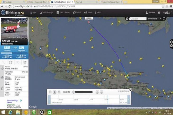 AirAsia QZ 8501 loses contact between Tanjung Pandan and Pontianak
