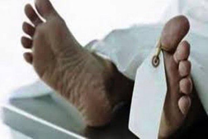 Pria tanpa identitas ditemukan tewas dalam parit