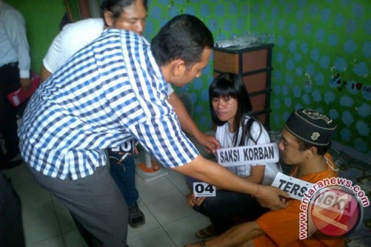 Polisi Denpasar Gelar Rekonstruksi Pembunuhan Pelayan Kafe