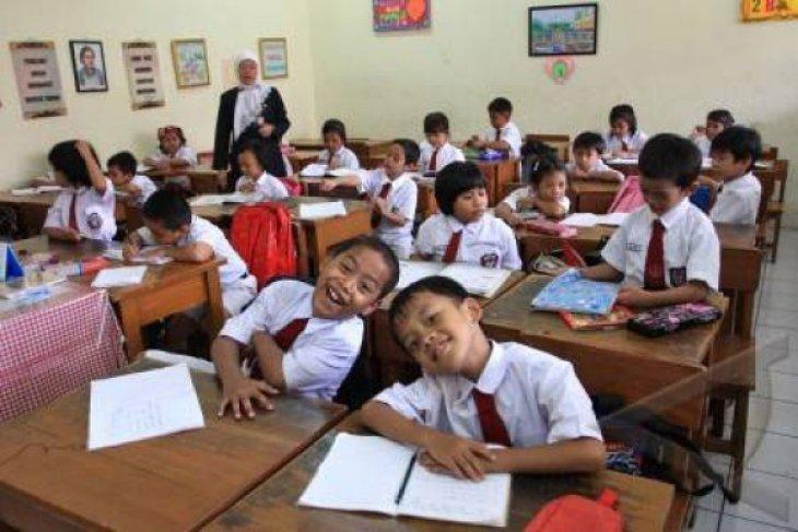 DPRD Bekasi meminta Pemkab utamakan pembangunan bidang pendidikan