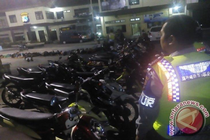 Polisi Tilang Puluhan Motor Balapan Liar