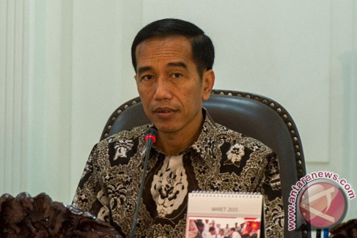 President Jokowi inspects sugar factory in Mojokerto
