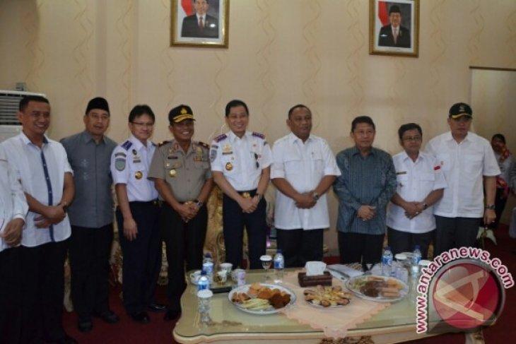 Menteri Perhubungan saat berada di Gorontalo