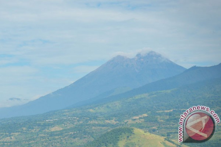 Volcanic activities of Mt Agung, Mt Rinjani remain normal: Disaster Mitigation Center