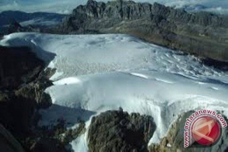 BMKG prediksi tutupan es di Puncak Jaya akan hilang di 2025 akibat pemanasan global