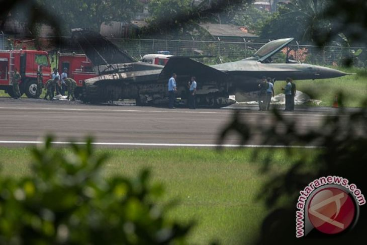 Indonesian pilot survives after F-16 fails to take off